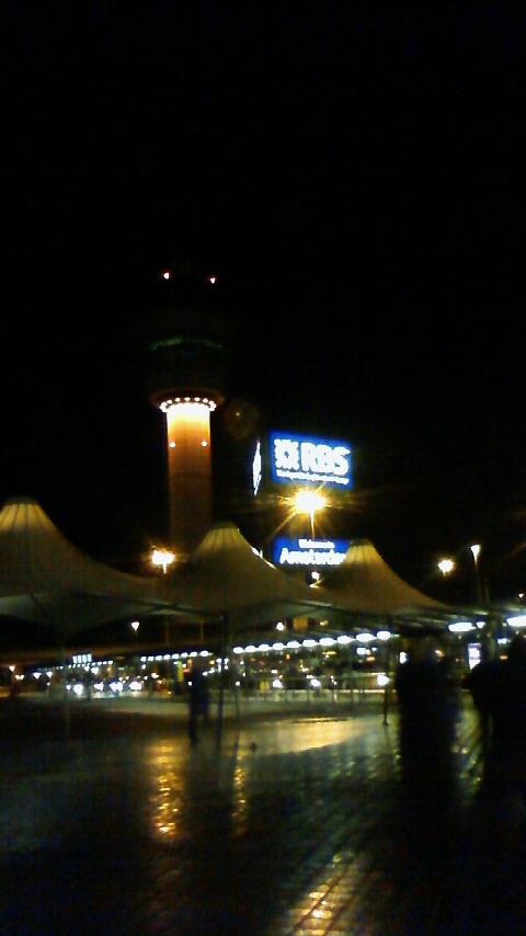 オランダ空港到着