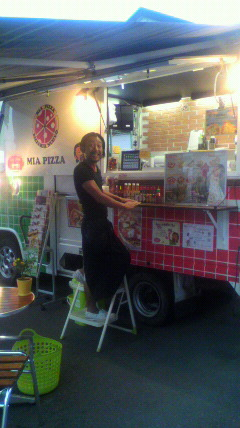 ラベレッツアスピードさん隣のピザ屋さん