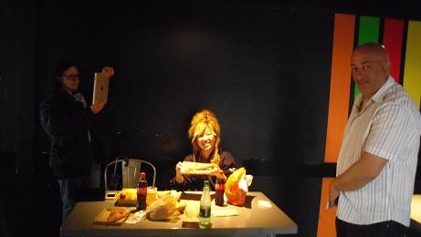 エッフル塔中でお昼ご飯