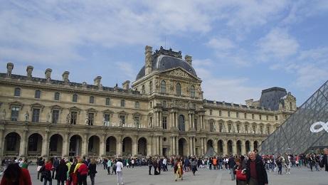 ルーブル美術館ナポレオン広場