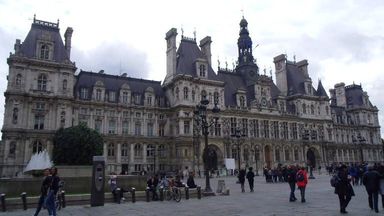 昼間のパリ観光