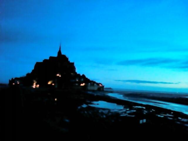 モンサンミッシェルの夜明け
