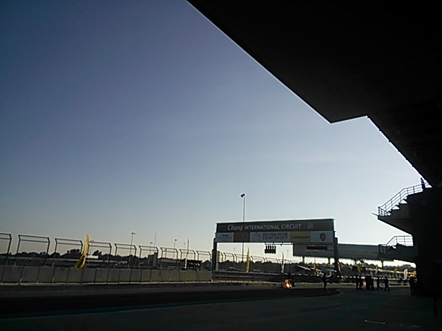 ブリラムサーキットの空